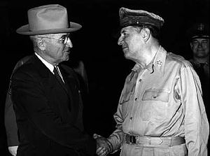 On April-Truman_and_MacArthur 11(951)