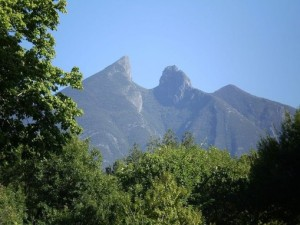 Peak-of-La-Silla-Mountain-in-Monterrey-Mexico-509x382