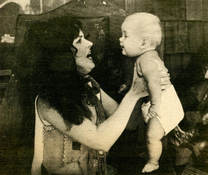 grace_slick_and_daughter_china_1970s