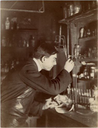 A student at moregate laboratory 1906