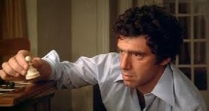 Miles (Elliot Gould) works at the Eaton Centre branch of First Bank of Toronto, it's located immediately beside the Coles bookstore.