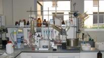 chemist_set_up_a_lab